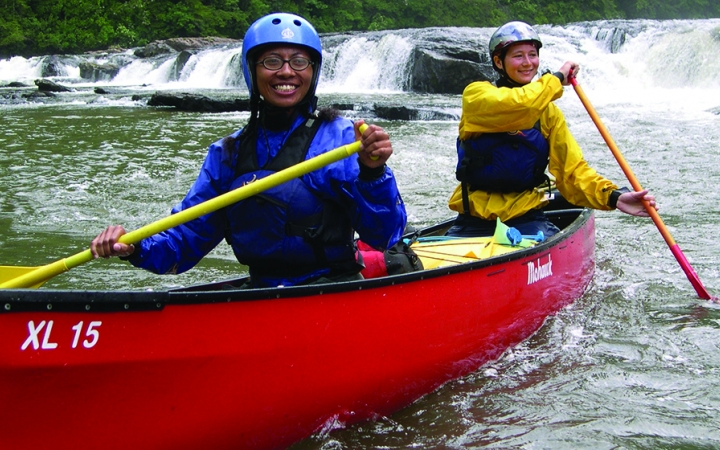 canoeing outdoor adventure program