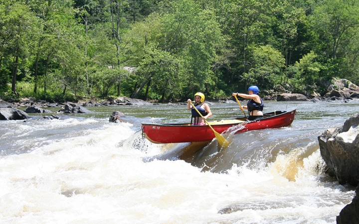 canoeing adventure trip for young adults in north carolina
