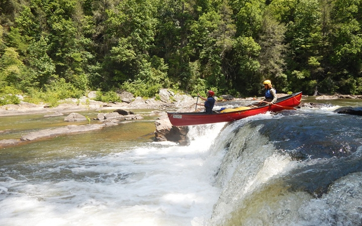 canoeing trip for high school students in blue ridge mountains
