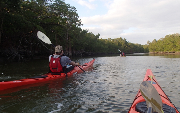 Veterans kayaking outdoor adventure in Florida