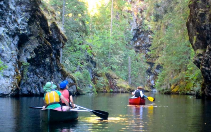 canoeing trip for teen girls in pacific northwest