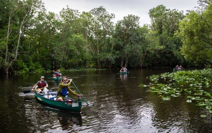 students canoeing trip in florida on outdoor leadership course