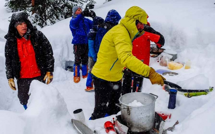 snowshoeing course for adults